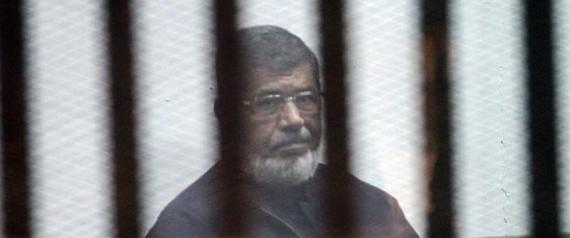 مرسي: انقلوني إلى المستشفى حالتي حرجة وتتدهور يوماً بعد يوم ..  كيف رد عليه قاضي المحكمة؟!