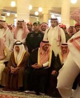 بالفيديو والصور ..  محمد بن نايف وعشرات الامراء في جنازة الامير منصور بن مقرن