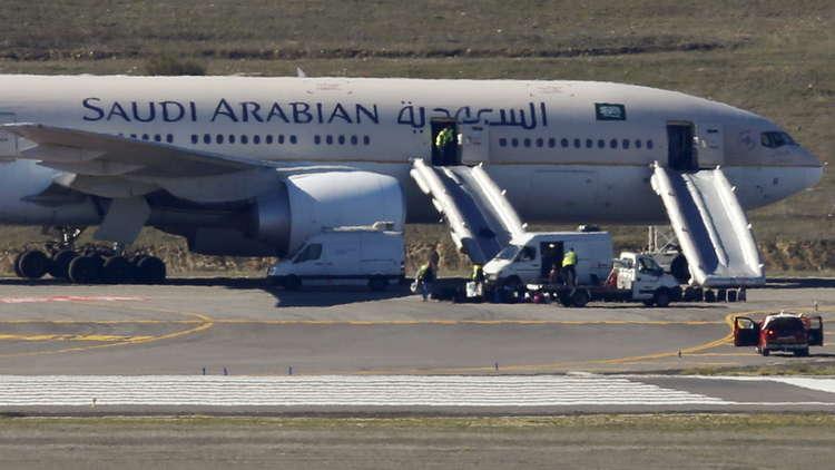 الخطوط السعودية تحظر السفر على راكب يرتدي الشورت
