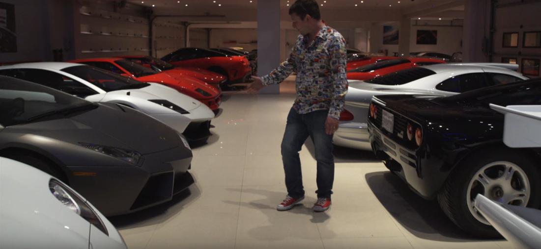 بالفيديو .. تعرف على الثري الخليجي الذي يمتلك كل هذه السيارات الثمينة