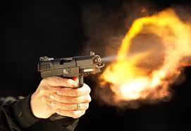 تلاع العلي : شاب يُطلق النار إثر إصطفاف سائق باص أمام منزله