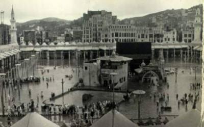صور نادرة للكعبة والطواف سباحة في عام 1941 حسب تأريخ الصور