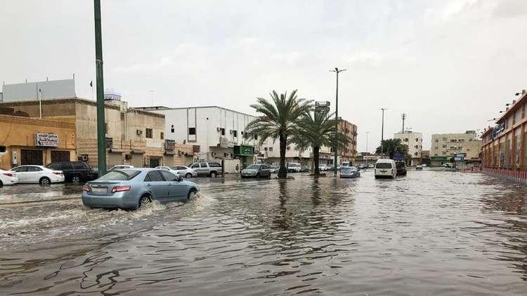 بالصور ..  وفاة شخص وفقدان آخر جراء الأمطار الغزيرة في السعودية