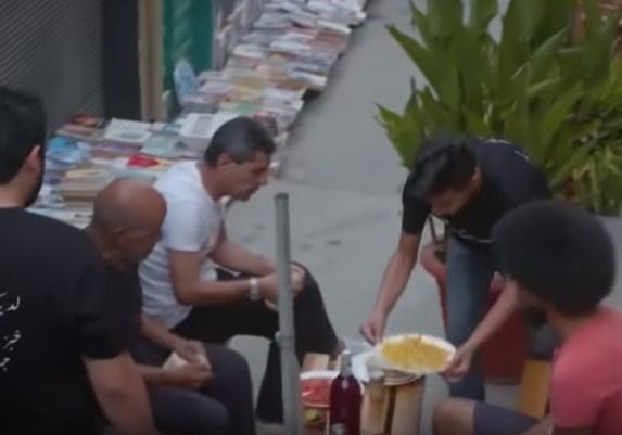 """بالفيديو ..   عمان : مطعم يقدم وجبات طعام للناس """"مجاناً"""""""