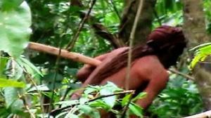 البرازيل تكشف بفيديو وصور عن طرزان حقيقي يعيش بأدغالها