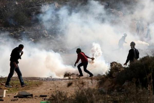 إصابة عدد من المواطنين بغاز الاحتلال شمال غرب رام الله