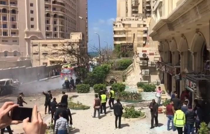بالصور  ..  مصر : انفجار سيارة مفخخة في الاسكندرية
