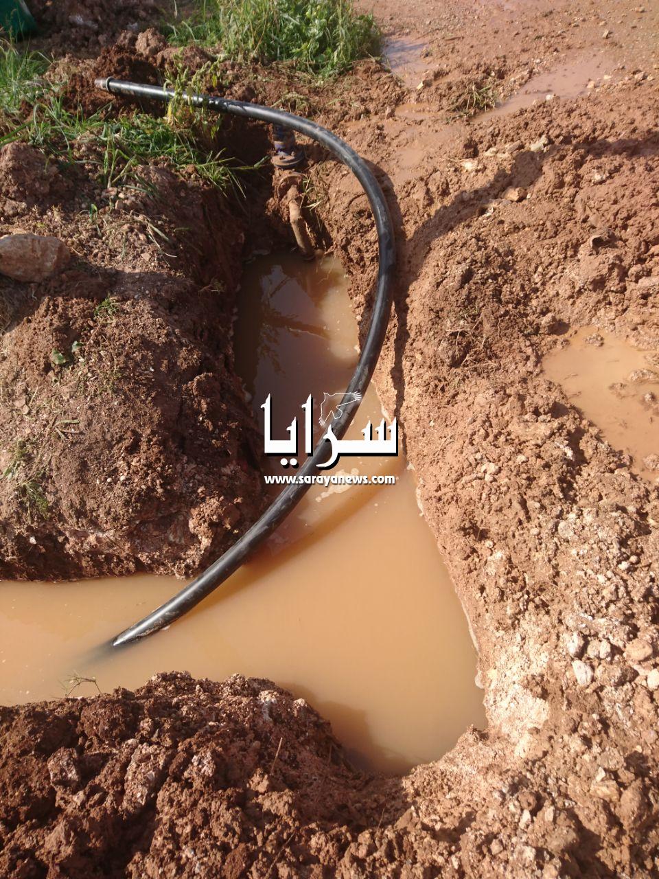 بالصور  ..  ماسورة مياه مكسورة لاكثر من ستة شهور ومياه اليرموك اخر من يعلم