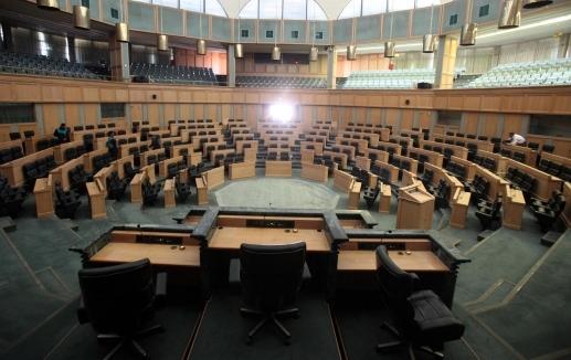 النواب ينهون الإستثنائية بنصاب غير قانوني