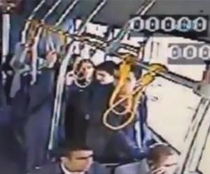 """بالفيديو.. لحظة إطلاق شاب الرصاص على حبيبته وقتلها في """"حافلة"""""""