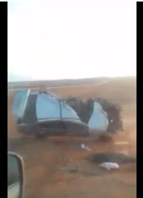 بالفيديو  ..  لحظة وقوع حادث سير مروع على الطريق الصحراوي