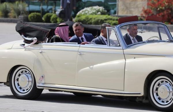 بالصور.. لماذا اختار الملك هذه السيارة لاستقبال خادم الحرمين الشريفين؟