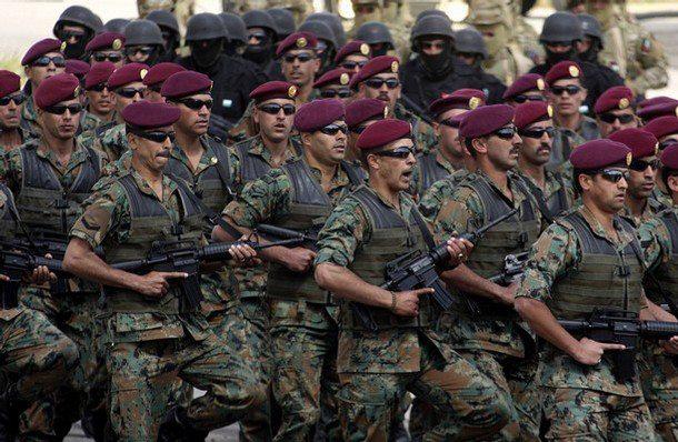 المتقاعدون العسكريون ونشطاء الحراك ينظمون مسيرة حاشدة الى الديوان الملكي