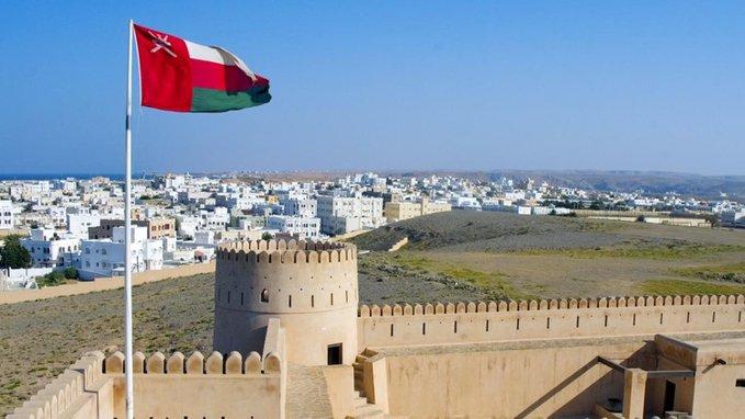 سلطنة عُمان تعلن إغلاق كافة الأماكن العامة و منع الحركة من 7 مساء إلى 6 صباحاً لمدة أسبوعين متتاليين