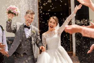 """عروس تفرض رسوم على الضيوف لحضور حفل زفافها  .. """"تفاصيل"""""""