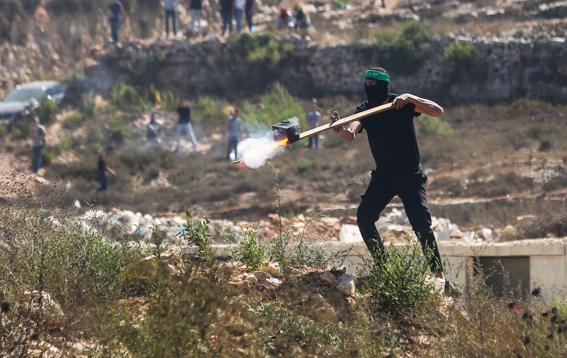 إصابات بالرصاص المطاطي والاختناق في قمع الاحتلال مسيرة بيت دجن