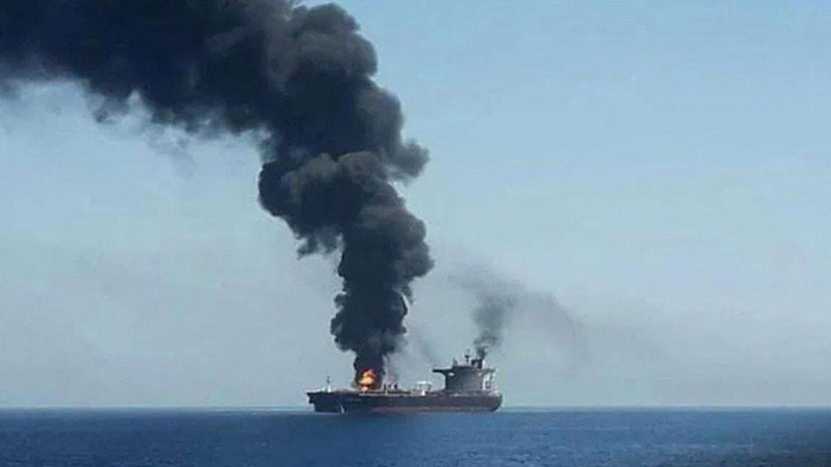 انفجار في سفينة بخليج عُمان