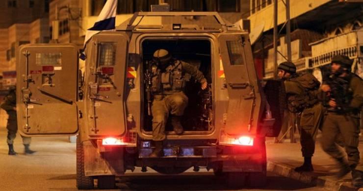 الاحتلال يعتقل شابا ويحتجز طفلا من سبسطية قرب جنين