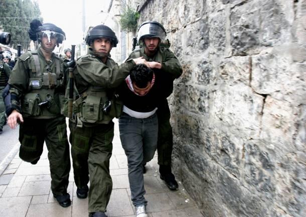 """الاحتلال يمنع صلاة الجمعة ويعتدي على اسرى  .. """"تفاصيل"""""""