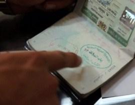 القبض على مهرب مخدرات بسبب رائحة جواز سفره  !