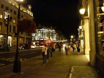 """بالفيديو ..  شرطة """"إسلامية"""" تحظر الخمور والتعري في شوارع لندن ليلاً"""
