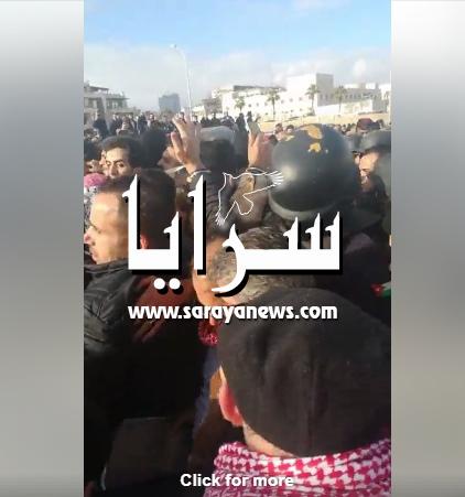 بالفيديو ..  وقفة احتجاجية امام السفارة الامريكية في عمان تنديداً بقرار ترامب