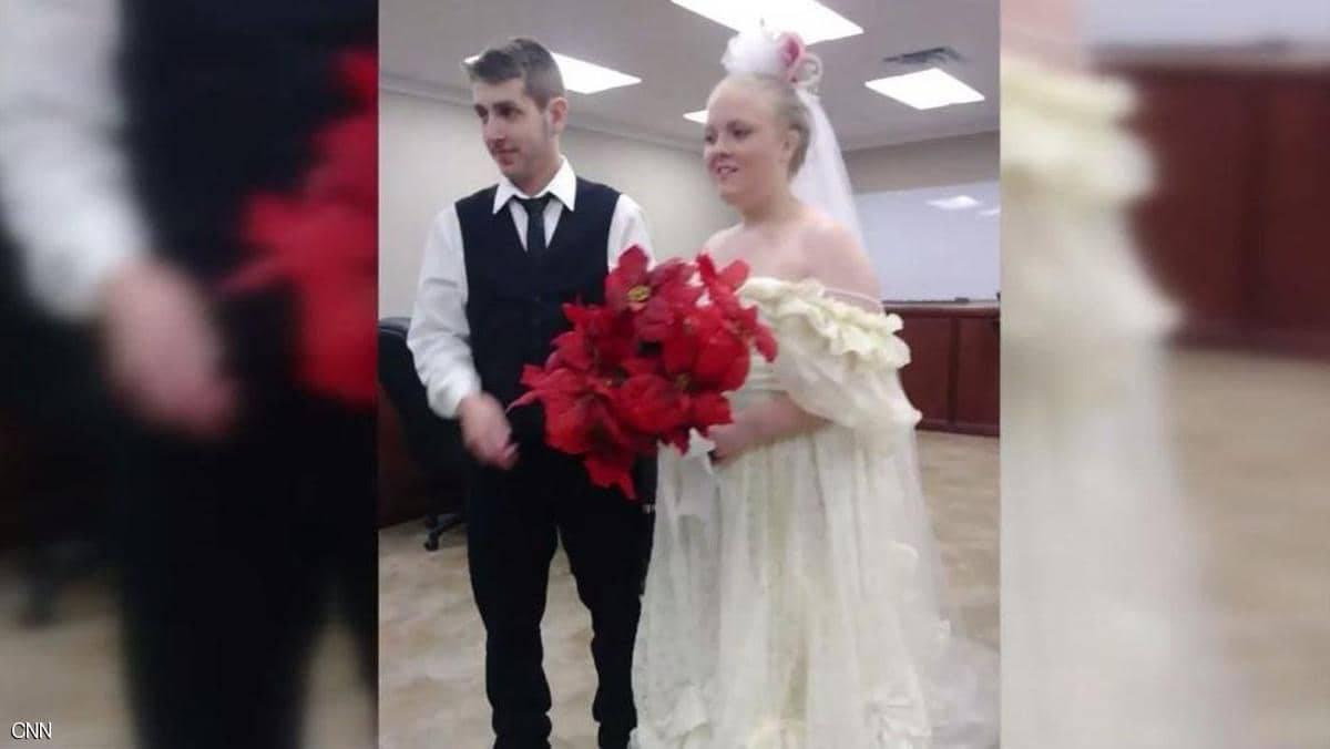 بعد زواجهما بدقائق ..  مقتل عروسين في حادث مروع