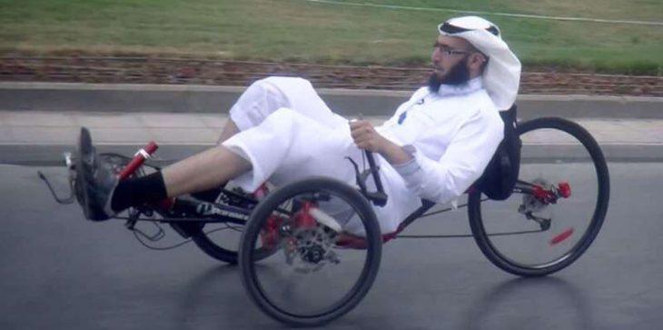 """بالفيديو ..  إيقاف خدمات أستاذ جامعي في السعودية بسبب """"التفحيط بدراجة هوائية"""""""