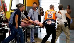استشهاد فلسطيني واصابة اسرائيليين بجراح خطيرة بتنفيذ عملية طعن في تل ابيب