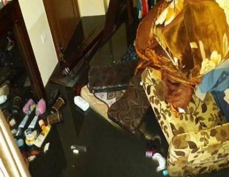 بالصور..مياه الصرف الصحي تداهم منازل في مادبا وتغمر المدخل الجنوبي