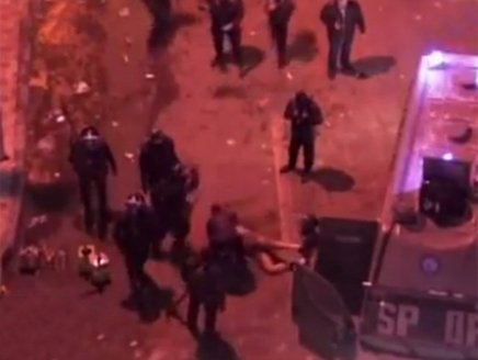 فيديو للأمن المصري يسحل مواطناً عارياً أمام قصر الاتحادية