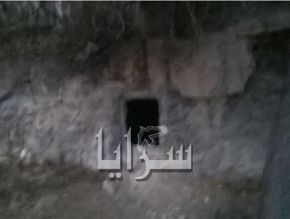 بالصور .. بأمر من مدعي عام الكرك فتح مقبرة اثرية للكشف عن لغز 13 جثة فيها