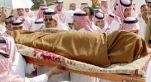 وفاة سعودي بمقبرة أثناء تلقيه العزاء في ابن عمه