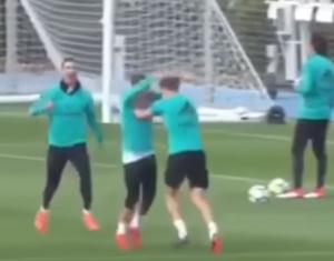 بالفيديو .. شاهد كيف إحتفل لاعبوا ريال مدريد بهدف لورينتي
