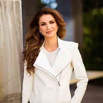 مكتب الملكه رانيا : معظم ملابس الملكه هي اعاره من دور الازياء او يتم شراءها باسعار مخفضه