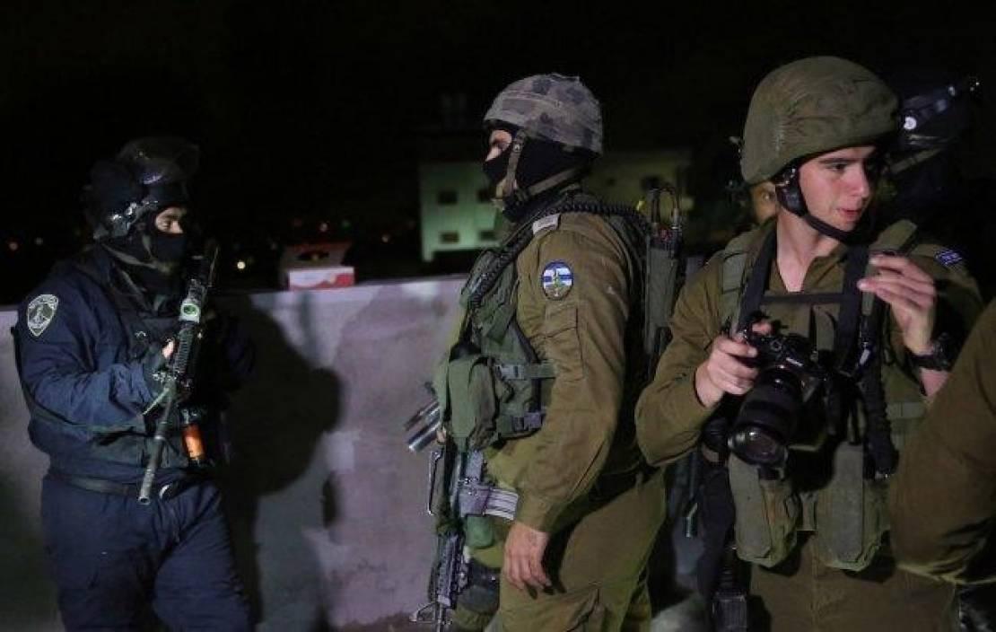 جيش الاحتلال يعتقل أربعة فلسطينيين من الضفة المحتلة