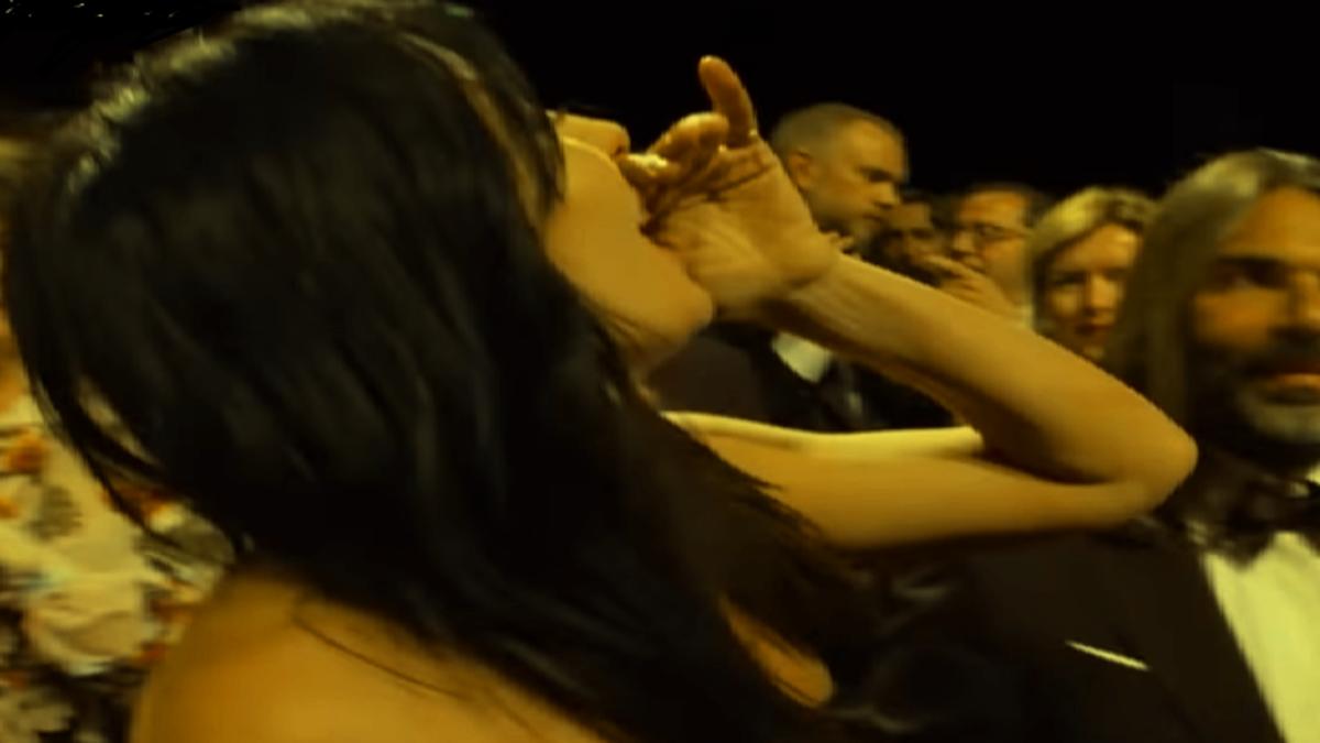بالفيديو  ..  مخرجة لبنانية تطلق الزغاريد في مهرجان عالمي بعد فوز فيلمها الذي بطله لاجىء سوري