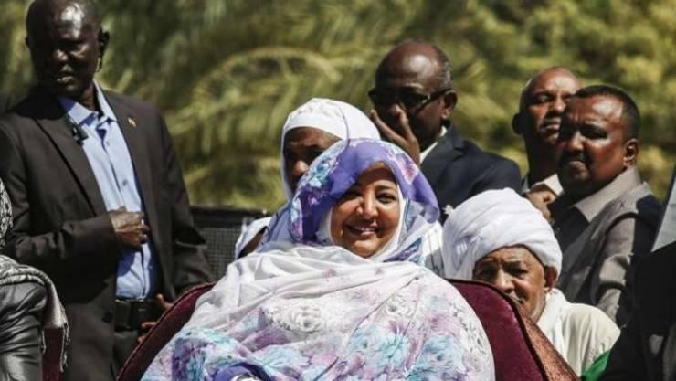 """حكومة جوبا ترفض السماح لزوجة البشير مغادرة أراضيها إلى دبي ..  """"تفاصيل"""""""