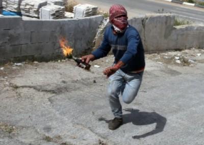 رشق سيارة مستوطن بزجاجة حارقة في نابلس