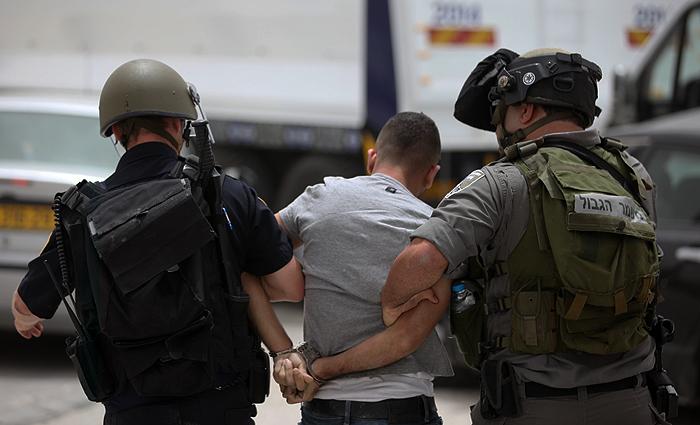 الاحتلال يعتقل خمسة مواطنين من رام الله