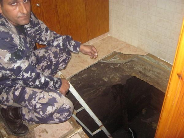 صور ..  إصابة مواطنتين في حادث إنهيار أرضية مطبخ منزل بطولكرم