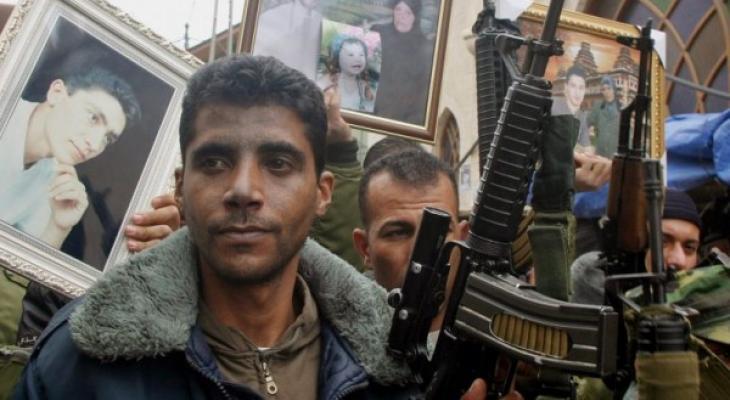 """شاهد  ..  مواطن من غزة يُطلق اسم """"زكريا الزبيدي"""" على مولوده الجديد"""