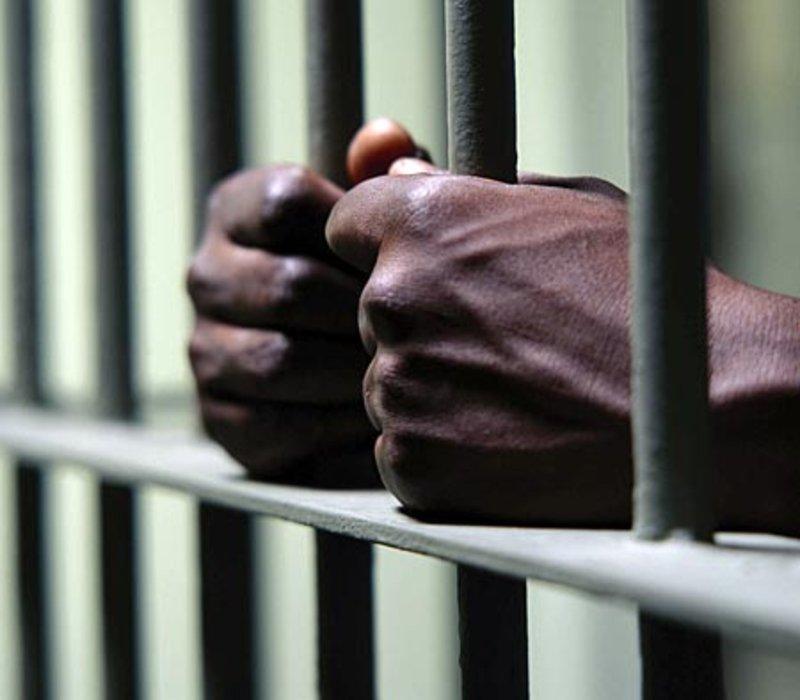 في بادرة جميلة.. سجناء حائل يقضون دَيْن زميلهم لإطلاق سراحه