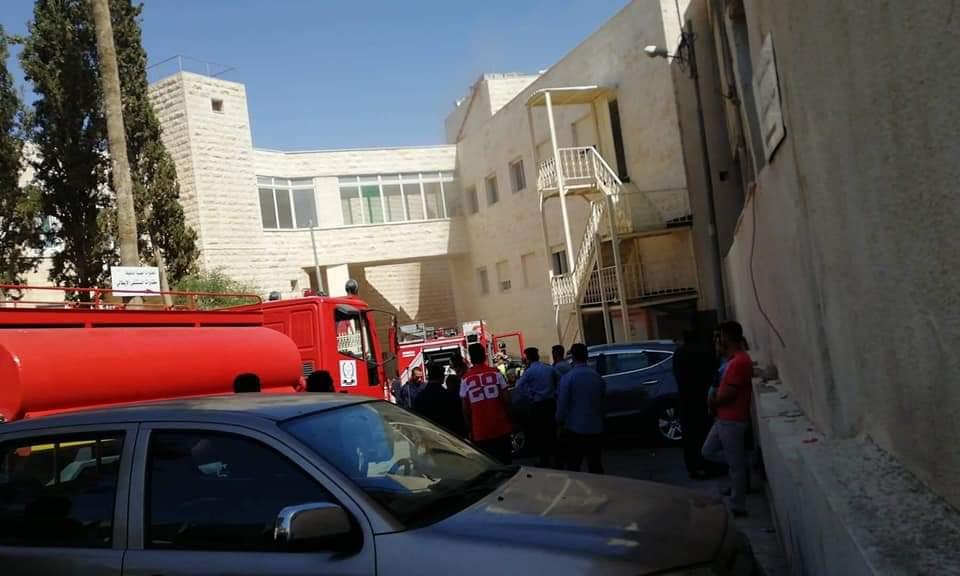 بالصور والفيديو  ..  فني مختبر يقتل زميله ويحرق نفسه بالمستشفى الإيطالي في الكرك