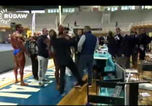 بالفيديو.. لحظة اعتداء لاعب كمال أجسام على لجنة التحكيم