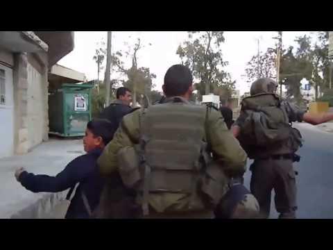 بالفيديو  ..  الاحتلال يعتقل طفلين ويقودهما للتحقيق والسجن