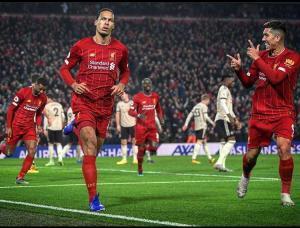 بالصور .. ليفربول يهزم مان يونايتد ويتربع على عرش الدوري الانجليزي