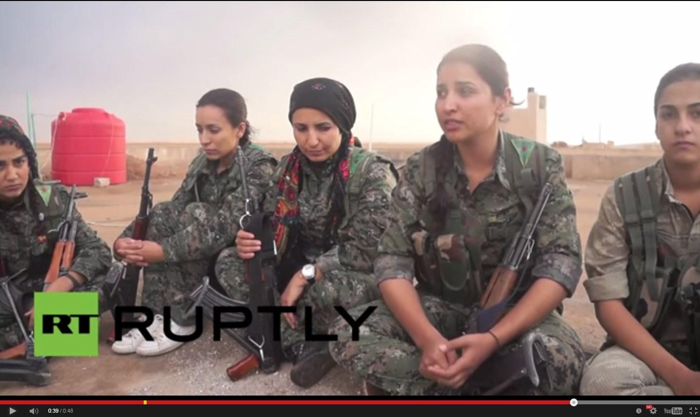 """بالفيديو من سوريا.. نساء الأكراد في الصفوف الأمامية للحرب ضد تنظيم """"الدولة الإسلامية"""""""