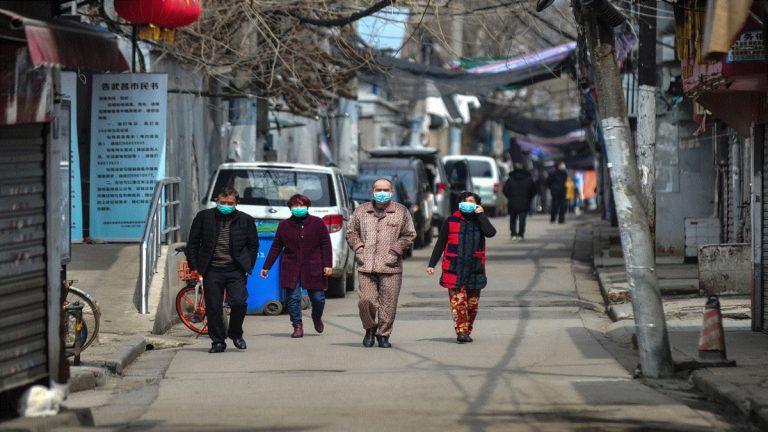 ووهان الصينية بؤرة كورونا تبدأ في إنهاء الإغلاق