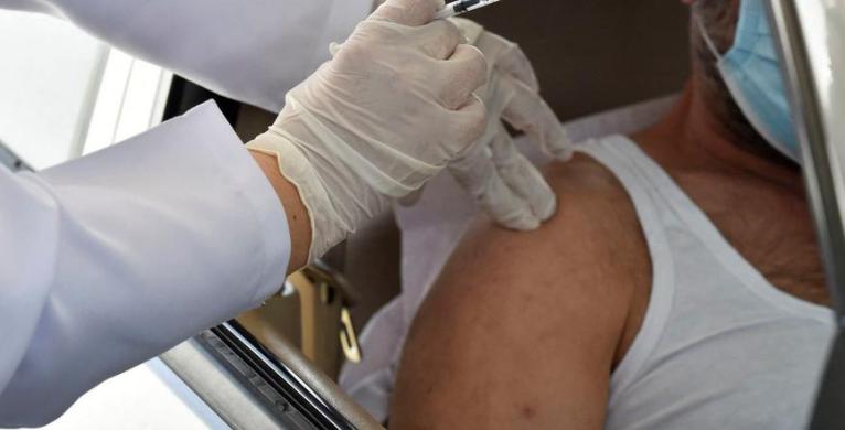 """مسؤول كورونا: لا قرار بأن يصبح """"اللقاح"""" مدفوع الثمن"""